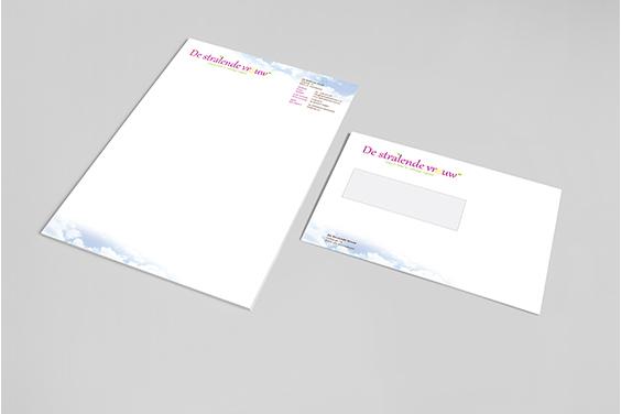 huisstijl-de-stralende-vrouw-briefpapier-envelop-overzicht